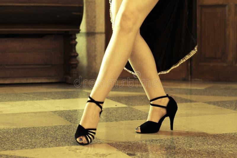 Τοποθέτηση ζευγών χορού τανγκό στοκ εικόνα