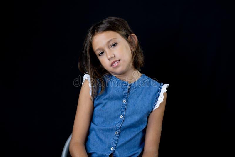 Τοποθέτηση μικρών κοριτσιών στοκ φωτογραφίες