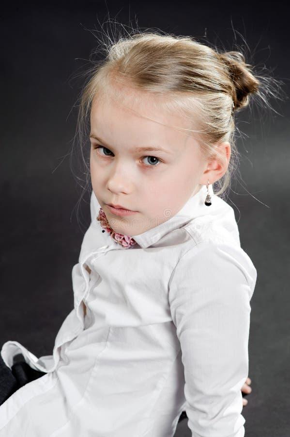 Πορτρέτο του νέου κοριτσιού στοκ εικόνα