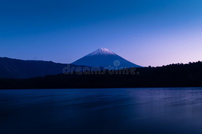 Τοποθετήστε το Φούτζι και τη λίμνη Saiko στοκ φωτογραφία με δικαίωμα ελεύθερης χρήσης