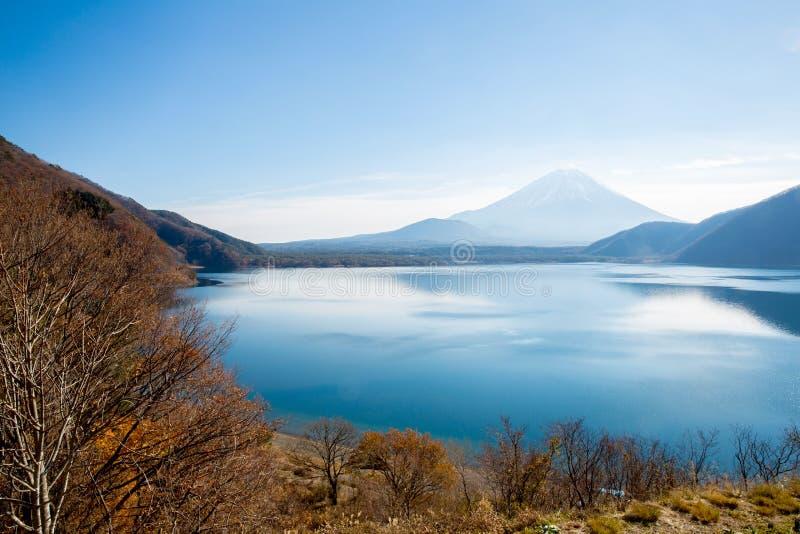 Τοποθετήστε το Φούτζι σε Motosu Ιαπωνία στοκ εικόνα