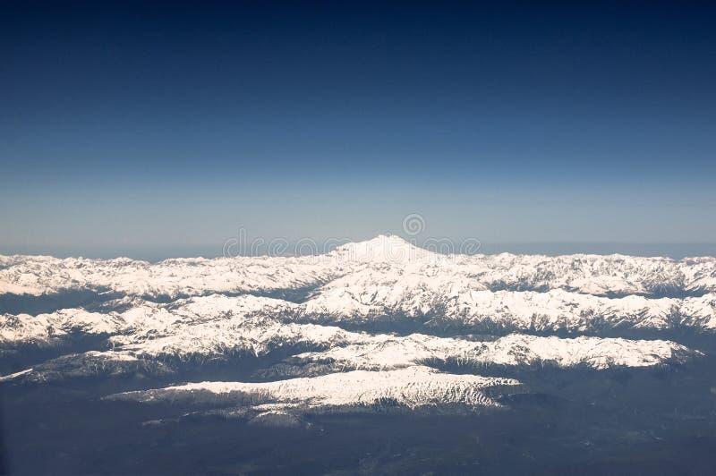 Τοποθετήστε Elbrus, Καύκασος Άποψη από το παράθυρο του αεροπλάνου στοκ φωτογραφία με δικαίωμα ελεύθερης χρήσης