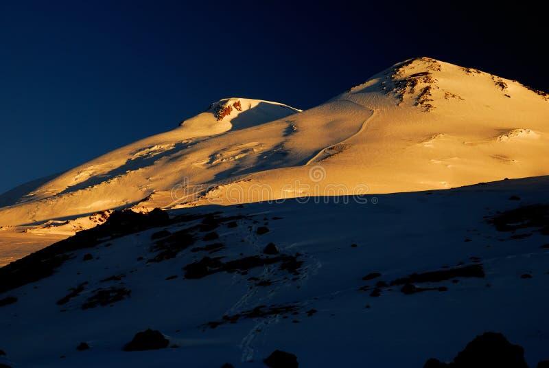 Τοποθετήστε Elbrus στην ανατολή στοκ εικόνες