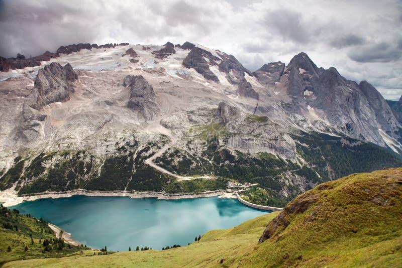 Τοποθετήστε Mmarmolada με το lago Di Fedaia, ιταλικοί δολομίτες στοκ φωτογραφία