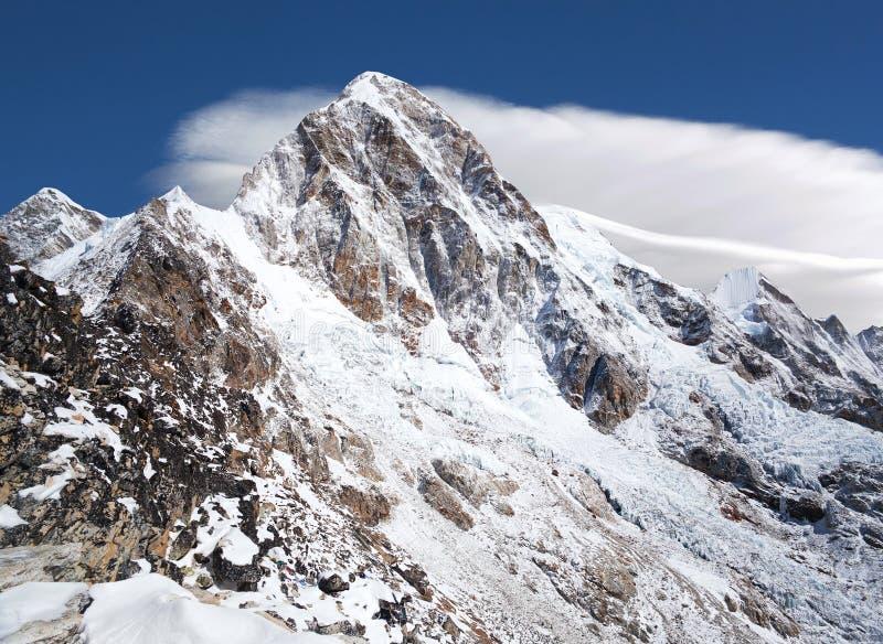 Τοποθετήστε Pumori, Νεπάλ στοκ φωτογραφίες