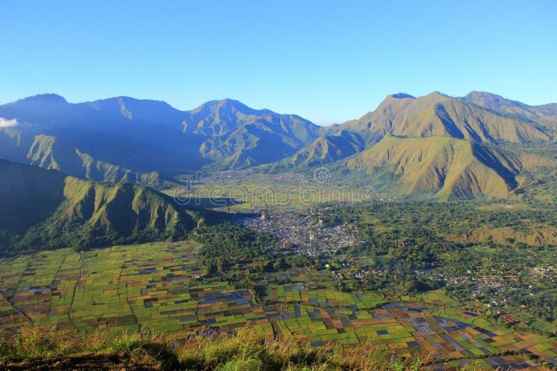 Τοποθετήστε Rinjani και sembalun το χωριό στοκ εικόνα με δικαίωμα ελεύθερης χρήσης