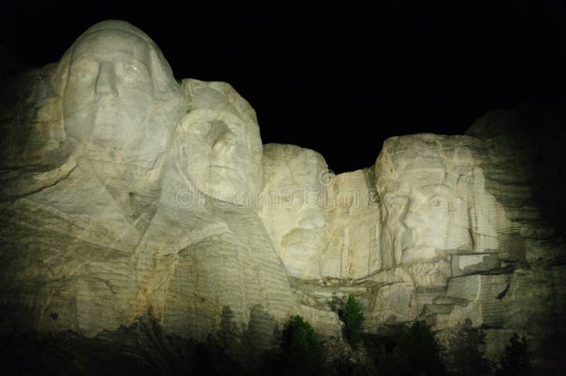 Τοποθετήστε Rushmore στο φως βραδιού στοκ φωτογραφία με δικαίωμα ελεύθερης χρήσης