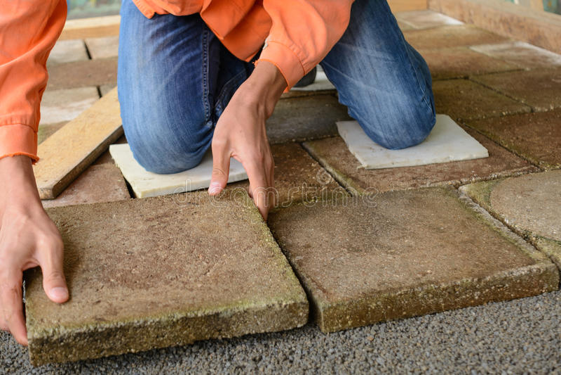 Τοποθετημένα εργαζόμενοι floorboards στοκ εικόνα