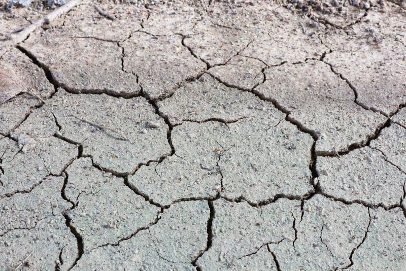 Τοπ άποψη, έδαφος, ξηρασία, ρωγμές το καλοκαίρι, εικόνες για το υπόβαθρο στοκ εικόνες