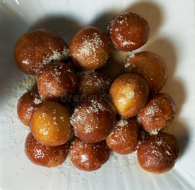 Τοπ άποψη ελληνικά loukoumades donuts στοκ εικόνα
