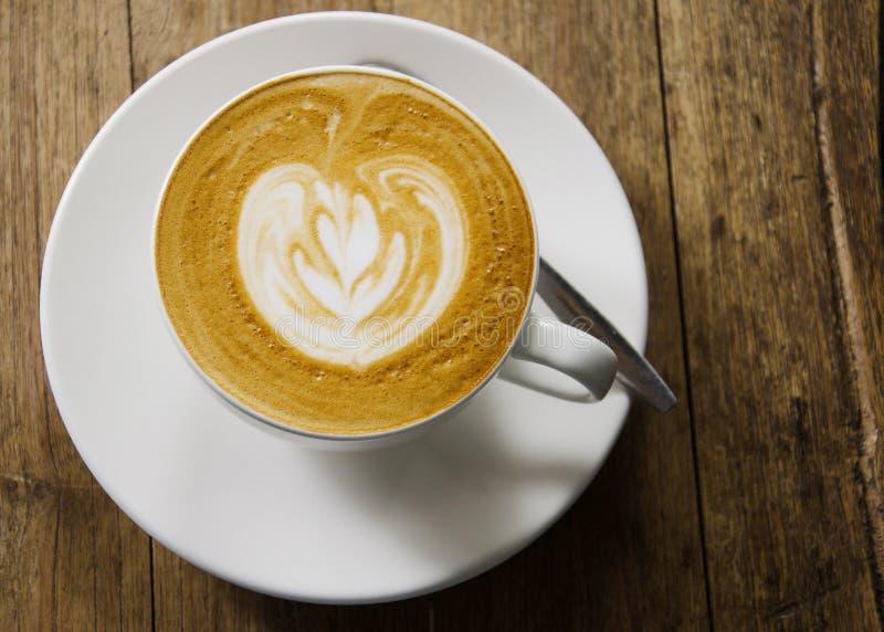 Τοπ άποψη καφέ τέχνης Latte στοκ εικόνα