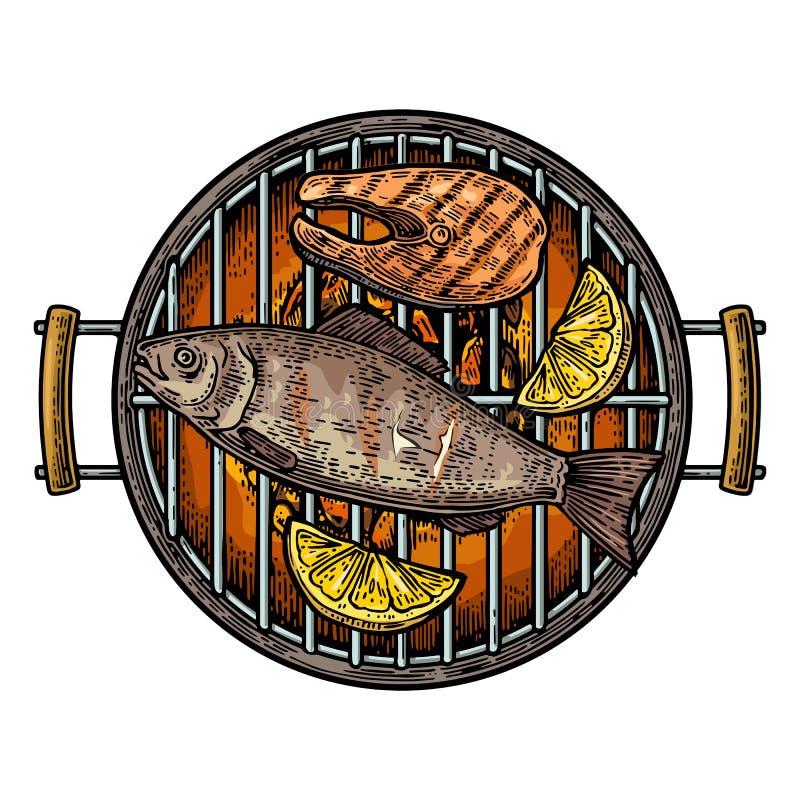 Τοπ άποψη σχαρών σχαρών με τον ξυλάνθρακα, την μπριζόλα ψαριών και το λεμόνι απεικόνιση αποθεμάτων