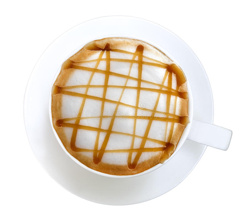 Τοπ άποψη του καυτού macchiato καραμέλας τέχνης καφέ latte που απομονώνεται στο άσπρο υπόβαθρο, πορεία στοκ εικόνα με δικαίωμα ελεύθερης χρήσης