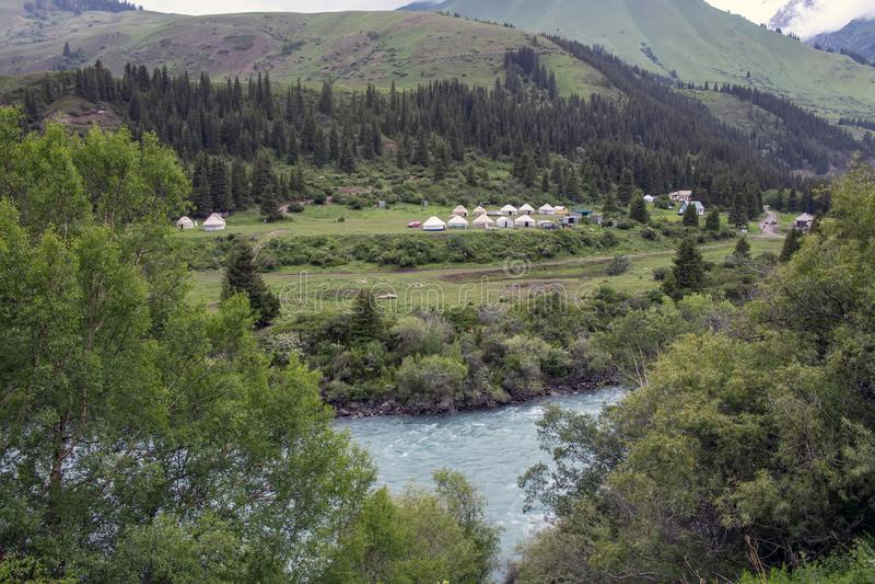 Τοπ άποψη του ποταμού Naryn που διατρέχει ενός φαραγγιού βουνών στοκ φωτογραφίες με δικαίωμα ελεύθερης χρήσης