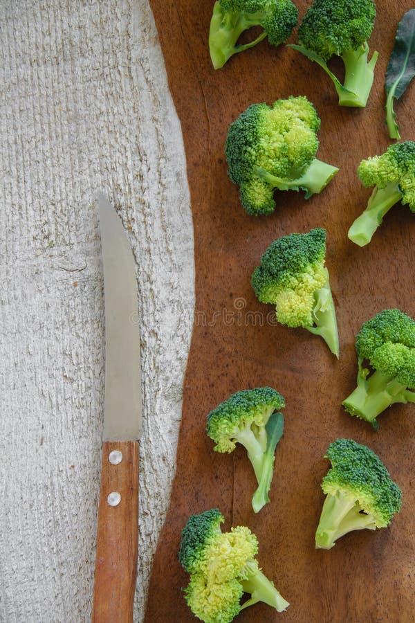 Τοπ άποψη του φρέσκου πράσινου μπρόκολου στον ξύλινο πίνακα Υγιής έννοια eatng στοκ φωτογραφίες με δικαίωμα ελεύθερης χρήσης