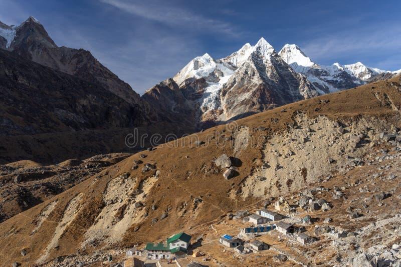 Τοπ άποψη του χωριού Khare πριν από την ανάβαση μέχρι την αιχμή Mera, περιοχή Everest, του Νεπάλ στοκ φωτογραφία με δικαίωμα ελεύθερης χρήσης