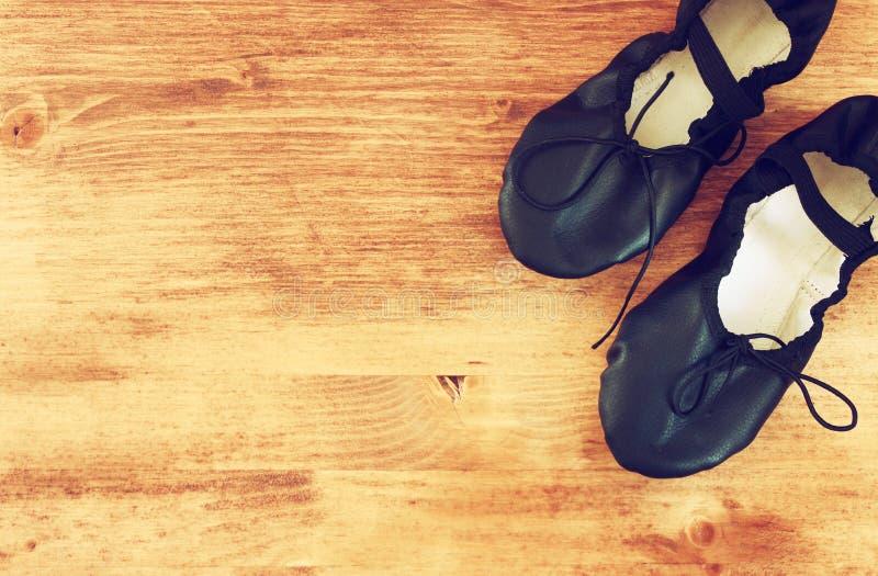 Τοπ άποψη των φορεμένων παπουτσιών μπαλέτου στοκ φωτογραφίες με δικαίωμα ελεύθερης χρήσης