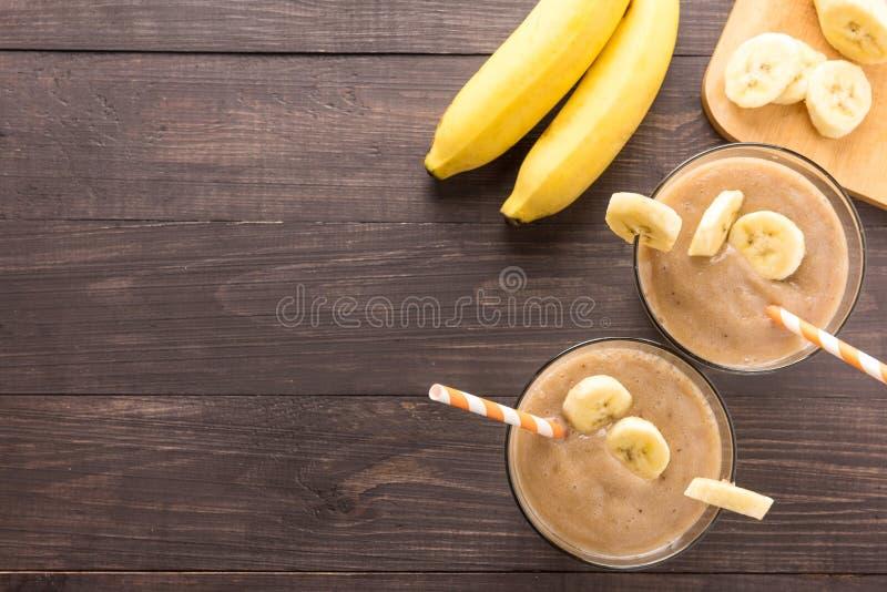 Τοπ βλασταημένος καταφερτζής μπανανών στο ξύλινο υπόβαθρο στοκ εικόνα