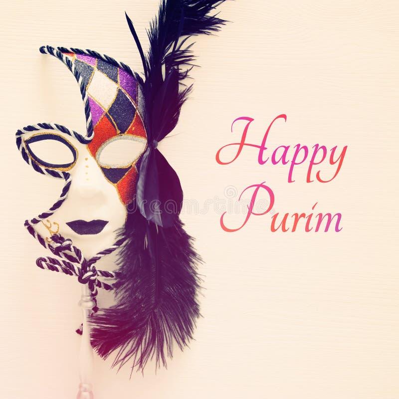 Τοπ εικόνα άποψης της δραματικής ενετικής μάσκας μεταμφιέσεων πέρα από το άσπρο υπόβαθρο Επίπεδος βάλτε Έννοια εορτασμού Purim στοκ φωτογραφίες με δικαίωμα ελεύθερης χρήσης