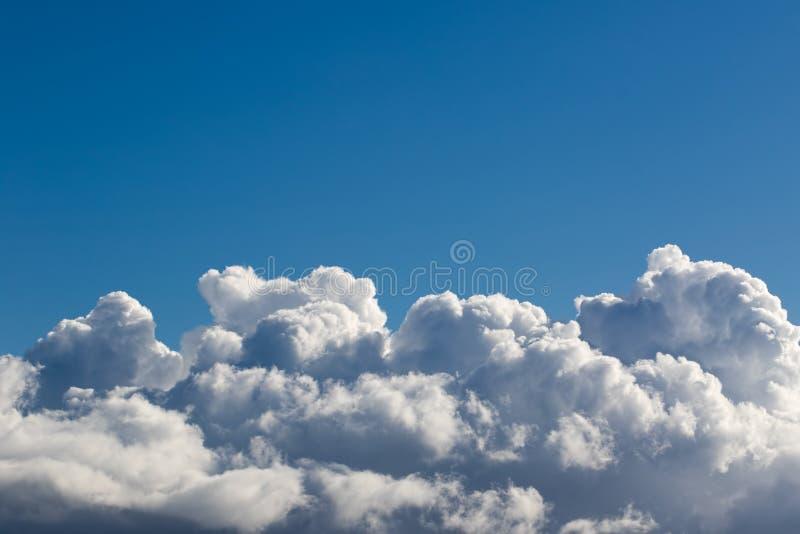 Τοπ εικόνα συνόρων σύννεφων Τράπεζα σύννεφων στο κλίμα μπλε ουρανού στοκ εικόνα με δικαίωμα ελεύθερης χρήσης