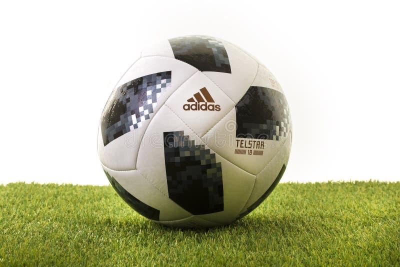 Τοπ ποδόσφαιρο Παγκόσμιου Κυπέλλου 2018 ανεμοπλάνων της Adidas Telstar στοκ εικόνες