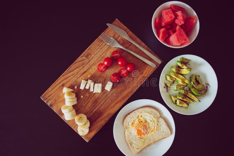 Τοπ χρόνος προγευμάτων άποψης με τα υγιή τρόφιμα στοκ φωτογραφία