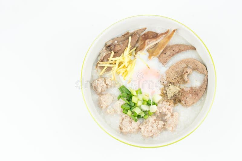 Τοπ congee άποψης με το κομματιασμένο χοιρινό κρέας στο κύπελλο που απομονώνεται στοκ εικόνες με δικαίωμα ελεύθερης χρήσης