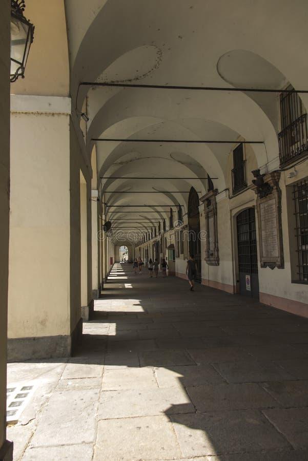 Τορίνο, Piedmont, Ιταλία 27 Ιουνίου 2019: Τα διάσημα arcades της πόλης στοκ εικόνα