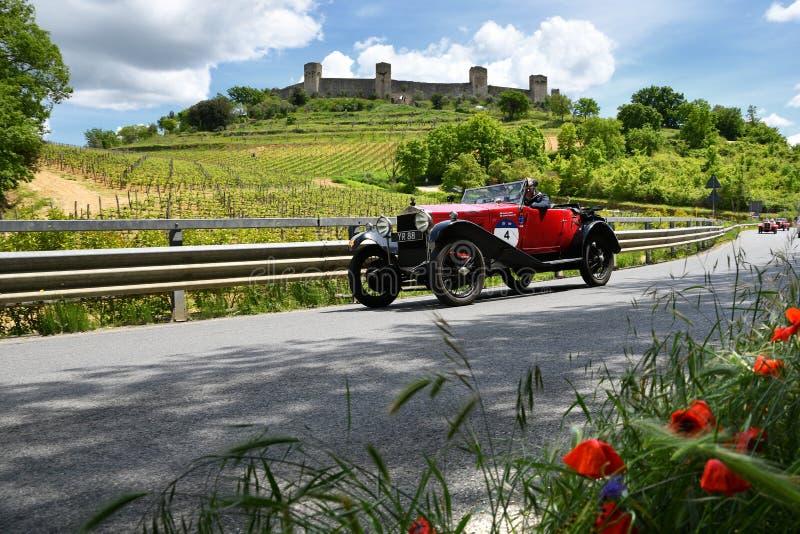 Τοσκάνη, Ιταλία - το Μάιο του 2019: άγνωστοι οδηγοί στο Ο ? 665 S SUPERBA 2000 1925 στοκ εικόνα