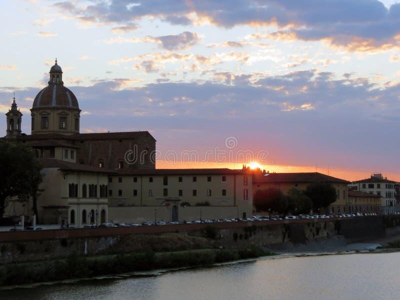 Τοσκάνη, Φλωρεντία, ηλιοβασίλεμα πέρα από μια από τις ομορφότερες πόλεις στοκ φωτογραφία με δικαίωμα ελεύθερης χρήσης