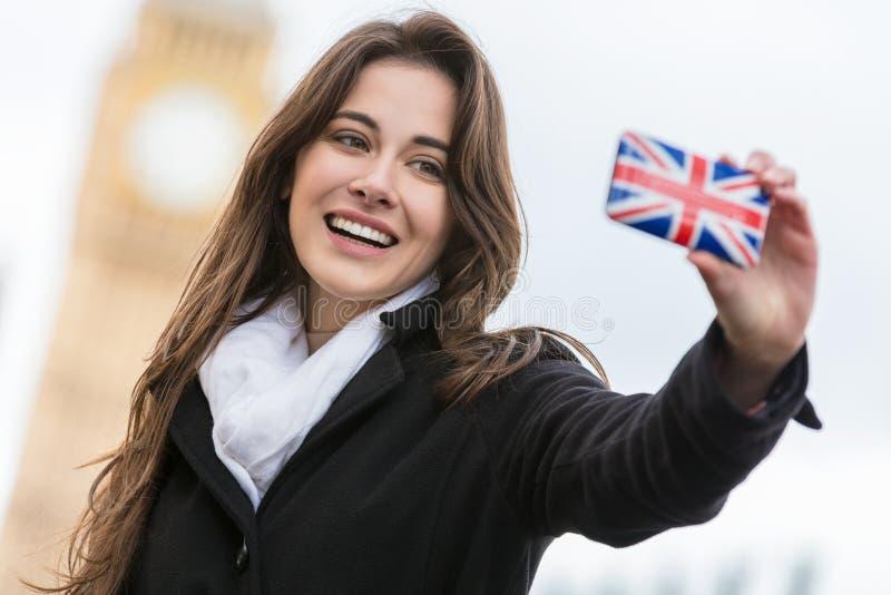 Τουρίστας γυναικών που παίρνει Selfie από Big Ben, Λονδίνο, Αγγλία στοκ φωτογραφία