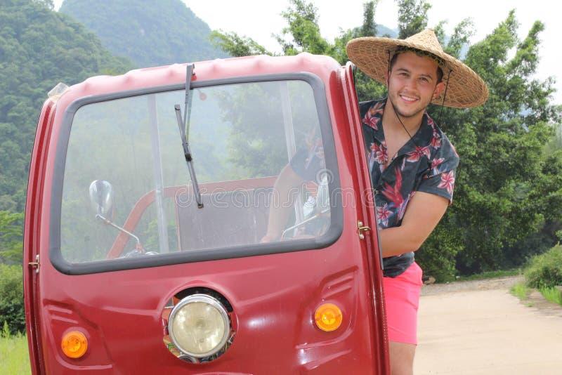 Τουρίστας που έχει τη διασκέδαση στην Ασία στοκ φωτογραφία