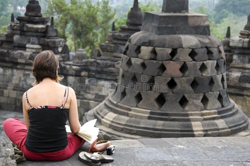 Τουρίστας που σκιαγραφεί borobudur το ναό Ινδονησία στοκ φωτογραφία με δικαίωμα ελεύθερης χρήσης