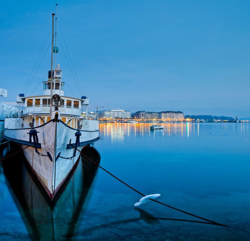 τουρίστας σκαφών της Γενεύης κρουαζιέρας εικονικής παράστασης πόλης στοκ φωτογραφία