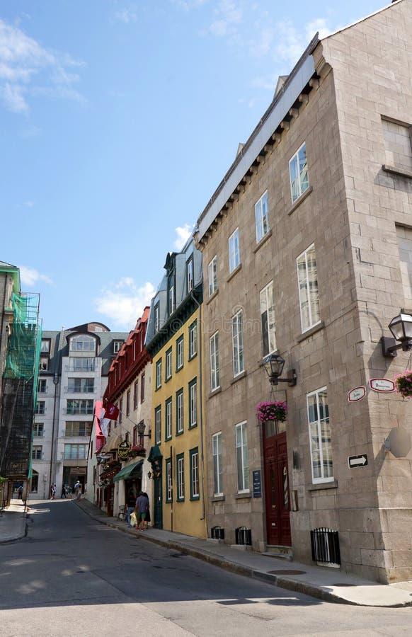 Τουρίστας στην παλαιά ιστορική οδό στοκ εικόνα
