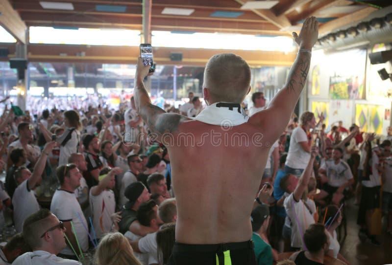 Τουρίστες κατά τη διάρκεια των διακοπών τους στη EL arenal Μαγιόρκα στοκ φωτογραφίες