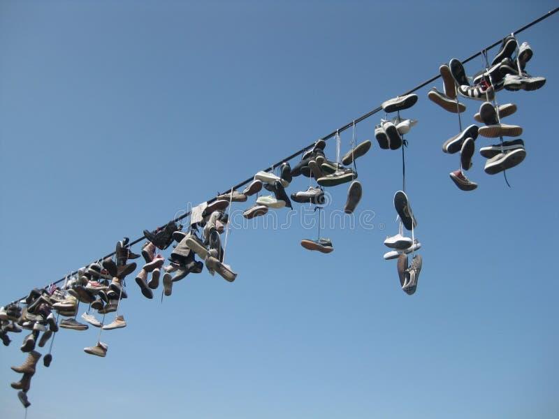 Τουρίστες παπουτσιών σε ένα σχοινί στοκ εικόνες με δικαίωμα ελεύθερης χρήσης