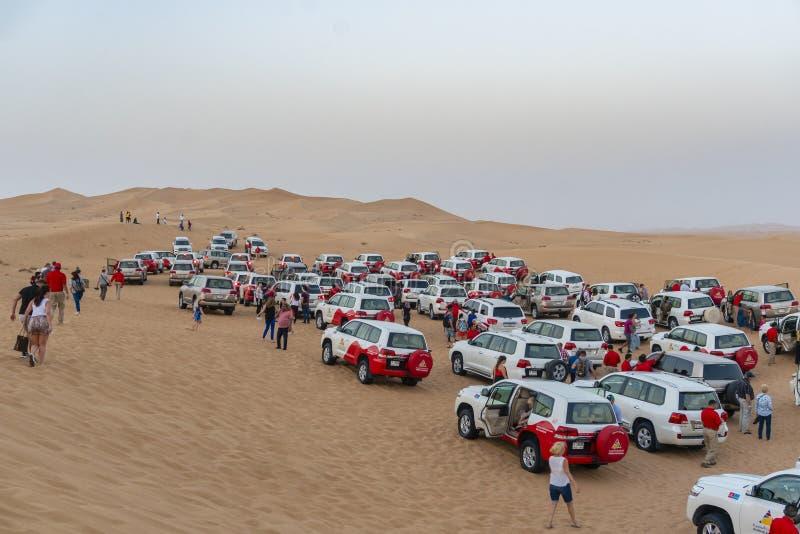 Τουρίστες που ενώνουν το σαφάρι ερήμων στο Ντουμπάι στοκ φωτογραφία