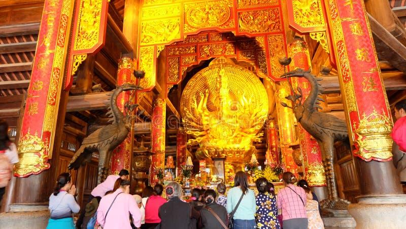Τουρίστες σε Bà ¡ ι πνευματικός και πολιτιστικός σύνθετος ναών Ãnh 5$α  στοκ εικόνα με δικαίωμα ελεύθερης χρήσης