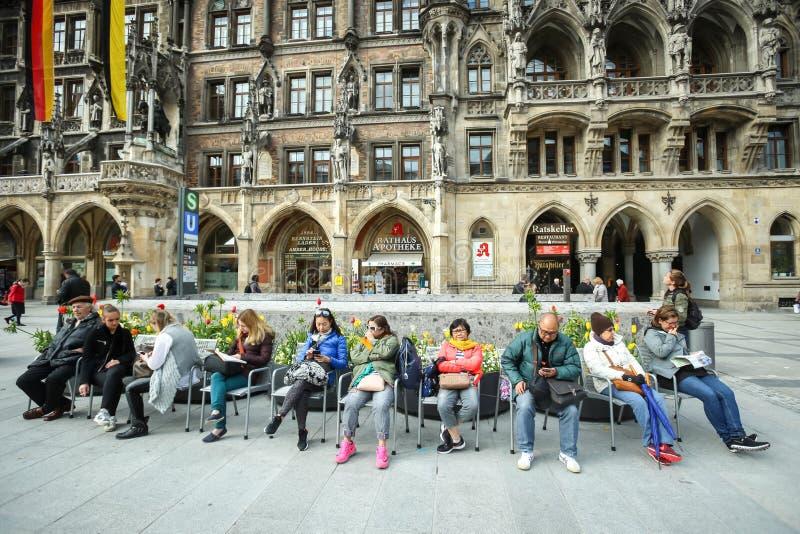 Τουρίστες σε Marienplatz στοκ φωτογραφία με δικαίωμα ελεύθερης χρήσης