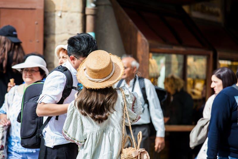 Τουρίστες σε Ponte Vecchio στη Φλωρεντία στοκ φωτογραφίες με δικαίωμα ελεύθερης χρήσης