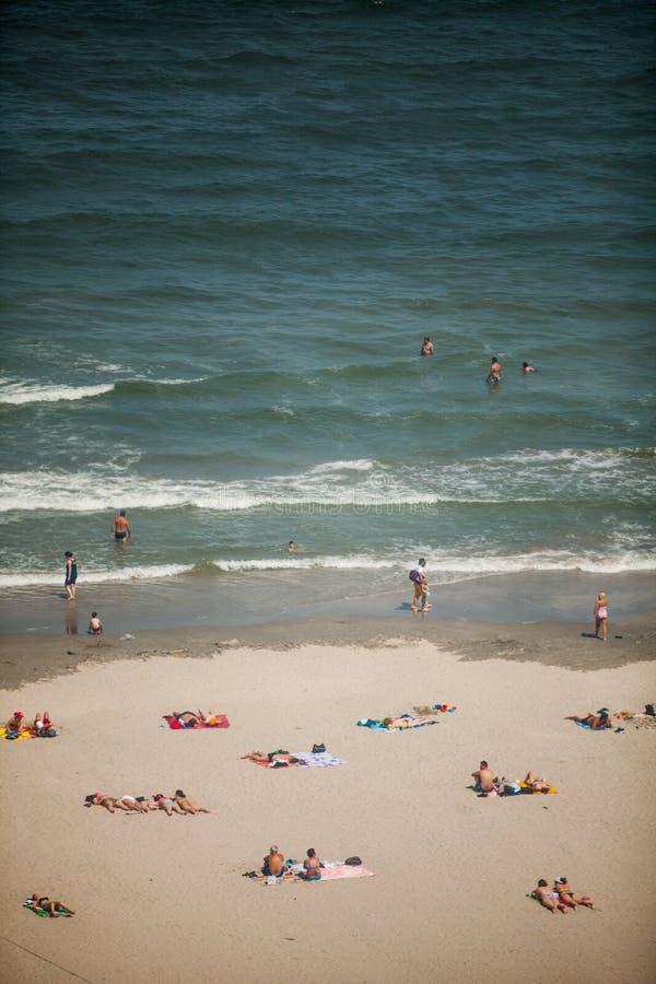 Τουρίστες στην παραλία στοκ εικόνες