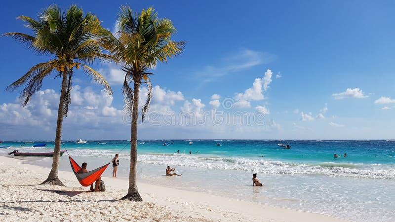 Τουρίστες στην παραλία παραδείσου, Tulum στοκ φωτογραφία με δικαίωμα ελεύθερης χρήσης