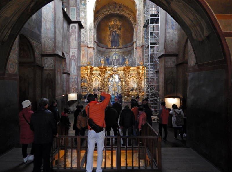 Τουρίστες στον καθεδρικό ναό του ST Sophia στοκ φωτογραφία με δικαίωμα ελεύθερης χρήσης