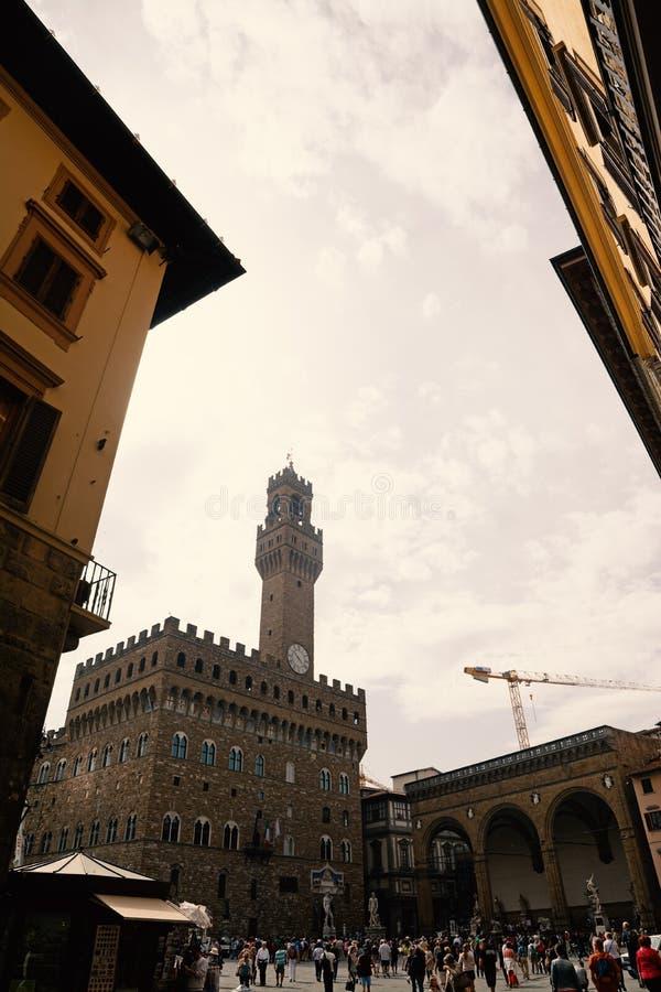 Τουρίστες στο della Signoria πλατειών στη Φλωρεντία στοκ εικόνα με δικαίωμα ελεύθερης χρήσης