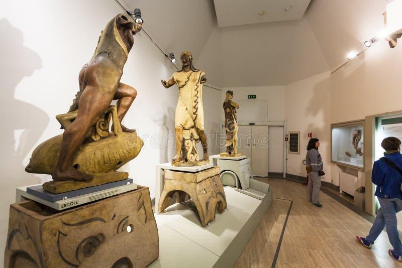 Τουρίστες του εθνικού μουσείου Etruscan στη Ρώμη στοκ εικόνες με δικαίωμα ελεύθερης χρήσης