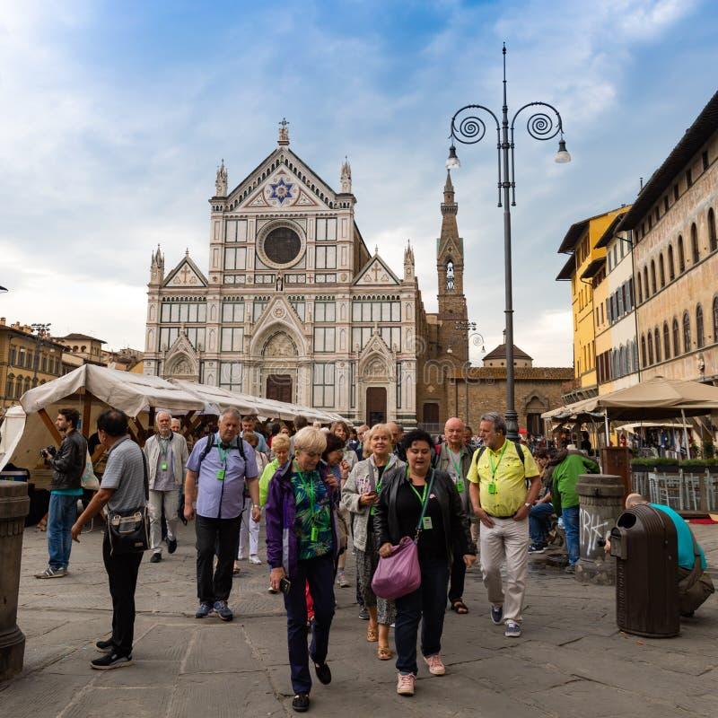 Τουρίστες Piazza Di Santa Croce στη Φλωρεντία στοκ φωτογραφίες με δικαίωμα ελεύθερης χρήσης