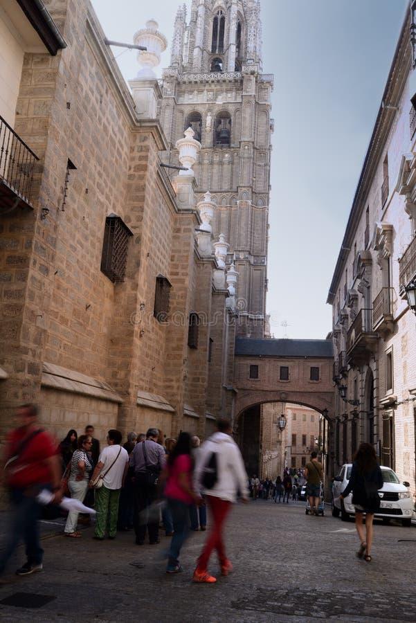 Τουρισμός γύρω από το γοτθικό καθεδρικό ναό του Τολέδο στην Ισπανία στοκ φωτογραφία