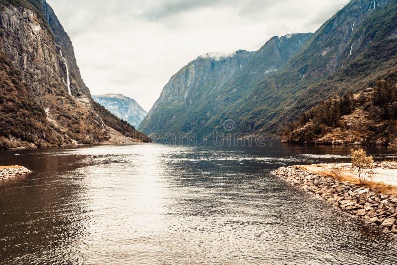 Τουρισμός και ταξίδι βουνά Νορβηγία φιορδ στοκ φωτογραφίες