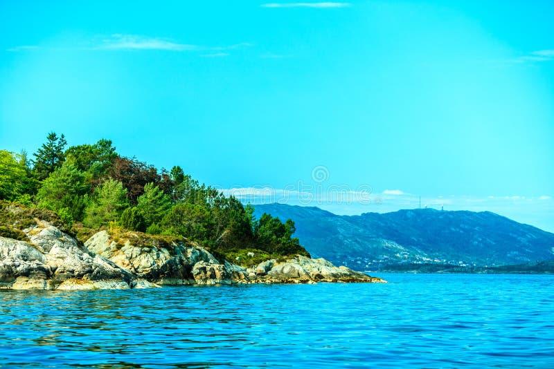 Τουρισμός και ταξίδι Νερό και νησιά γύρω από το Μπέργκεν στοκ φωτογραφία με δικαίωμα ελεύθερης χρήσης